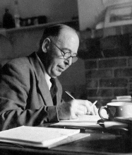c.s essay lewis Vertaler arend smilde en uitgever dingeman van wijnen blijven nieuwe schatten opdelven uit het verzamelde werk van de britse apologeet c s lewis (1898-1963.