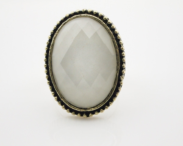 File:Oval shapr white gem adjustable cocktail ring wholesale 1.jpg