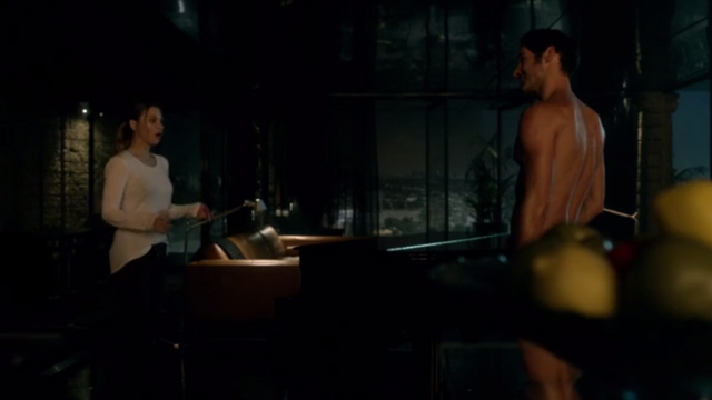 File:104 Chloe finds Lucifer naked.png