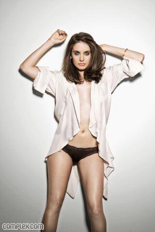 File:Alison-brie-bikini-complex-04.jpg
