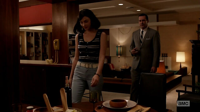 File:6x09 Megan's outfits (02).jpg