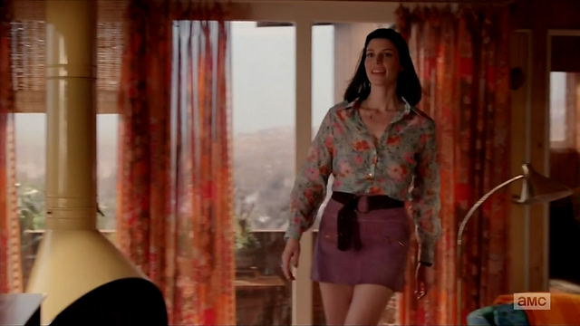 File:7x05 Megan's outfit 03.png