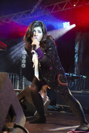 8-29-09 Live at Reading Festival 001