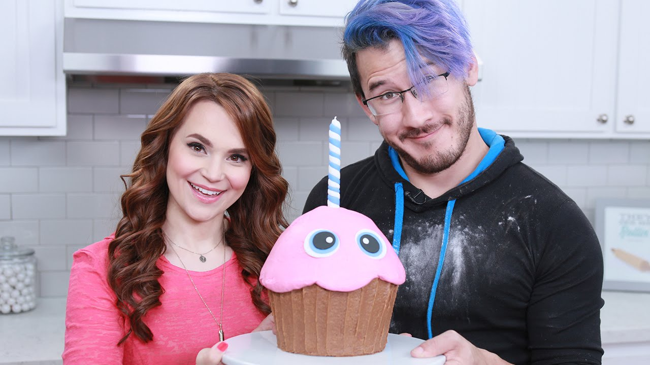 Five Nights At Freddys Giant Chica S Cupcake Ft Markiplier