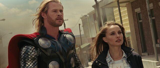 File:Thor Jane town.jpg