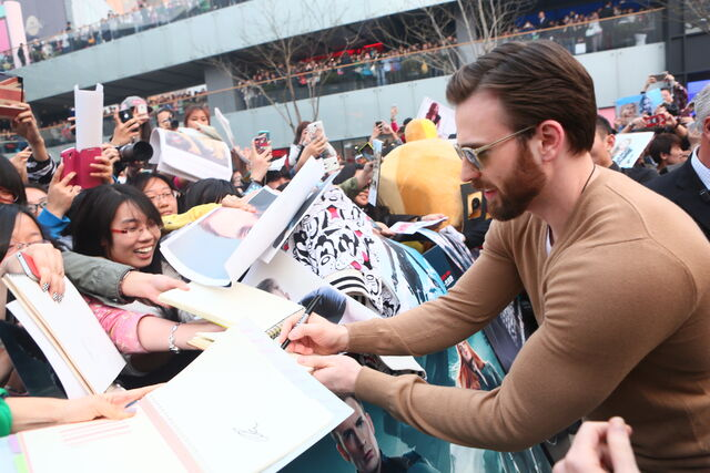 File:Captain America Winter Soldier Beijing Fan Event Chris Evans.JPG