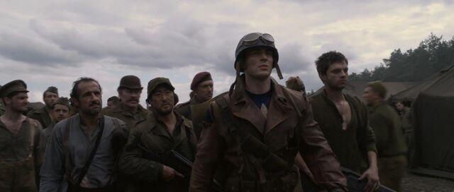 File:Captain-america-disneyscreencaps com-7918.jpg