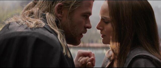 File:Thor Jane love Dark World.jpg