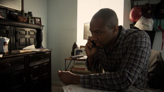 File:MikePeterson-S1E1-Phonecall.jpg