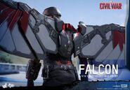 Falcon Civil War Hot Toys 18