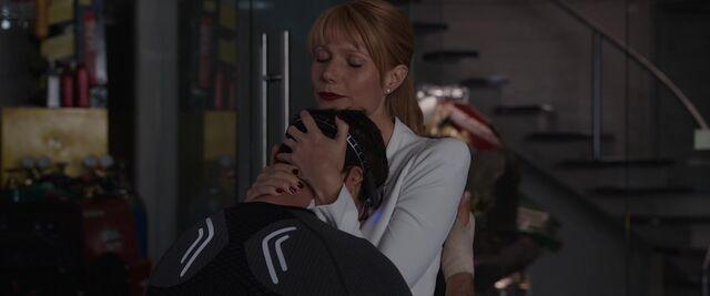 File:Pepper-Potts-Hugs-Tony-Stark-IM3.jpeg