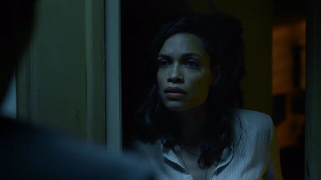 File:Claire-Temple-speaks-to-Seymond.jpg