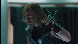 Thor-cage-crack-Avengers2