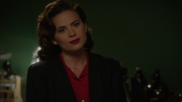File:Peggy looks at Howard Stark (2x10).png