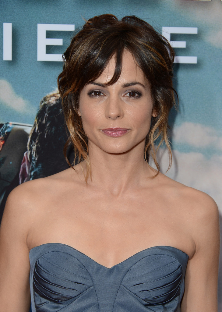 Stephanie Szostak Pictures, Latest News, Videos and Dating Gossips