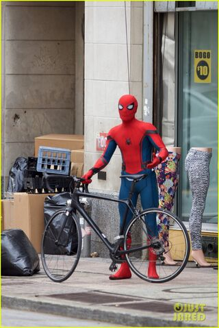 File:Spider-man-swings-into-action-on-set-21.jpg