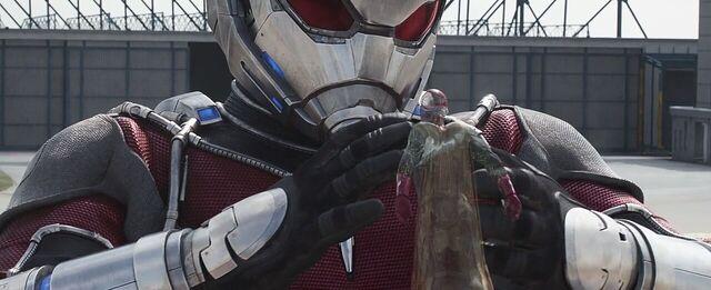 File:Vision Giant-Man 2 Captain America Civil War.JPG