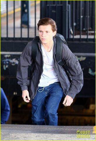 File:Tom-holland-films-spider-man-homecoming-queens-07.jpg