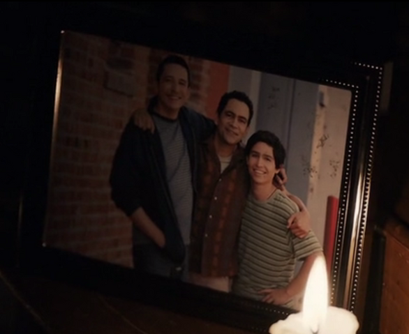 File:Reyes Family Photo.png