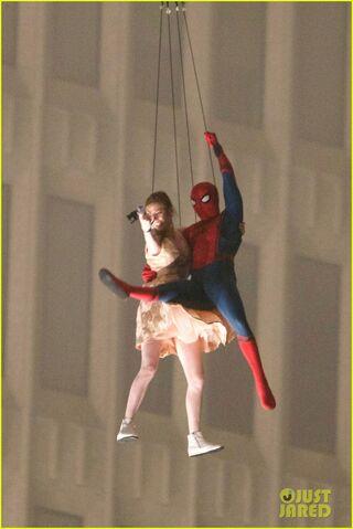 File:Spider-man-stunt-doubles-helicopter-scene-11.jpg