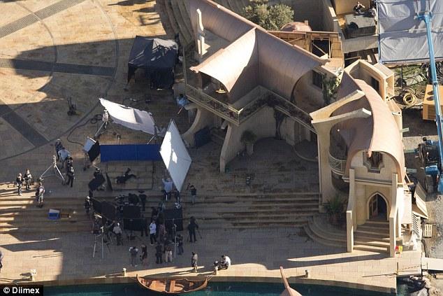File:Thor - Ragnarok - Set - Asgard - August 8 2016 - 3.jpg