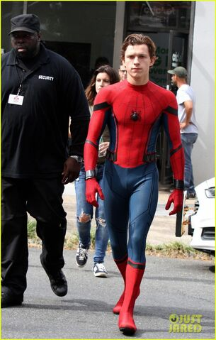 File:Tom-holland-looks-buff-while-filming-spider-man-in-nyc-05.jpg