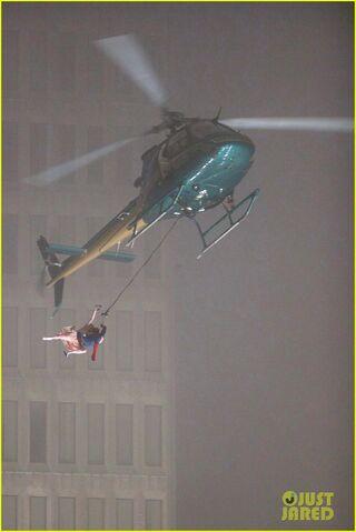 File:Spider-man-stunt-doubles-helicopter-scene-03.jpg