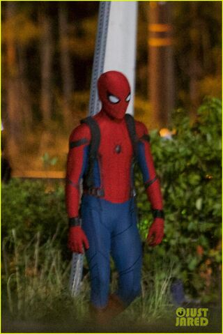 File:Tom-holland-spiderman-night-shoots-stunt-note-07.jpg