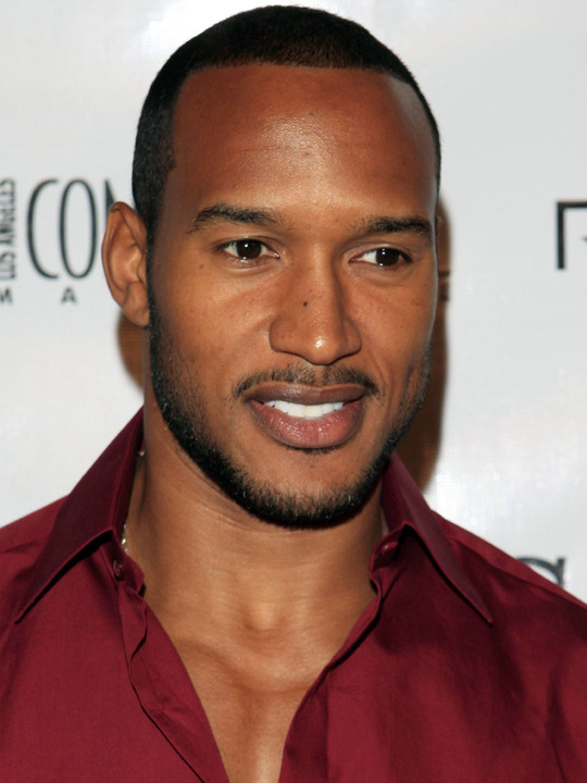 henry simmons wife