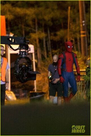 File:Tom-holland-spiderman-night-shoots-stunt-note-09.jpg