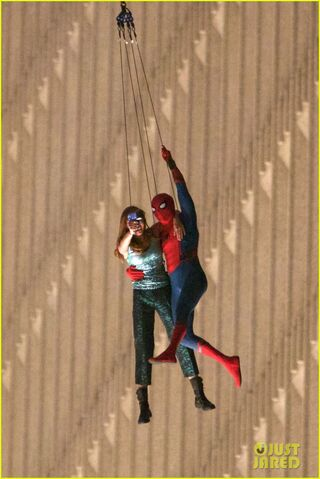 File:Spider-man-stunt-doubles-helicopter-scene-14.jpg