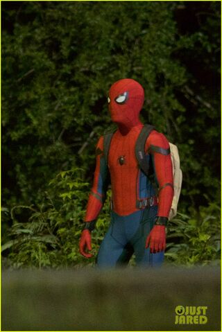 File:Tom-holland-spiderman-night-shoots-stunt-note-12.jpg