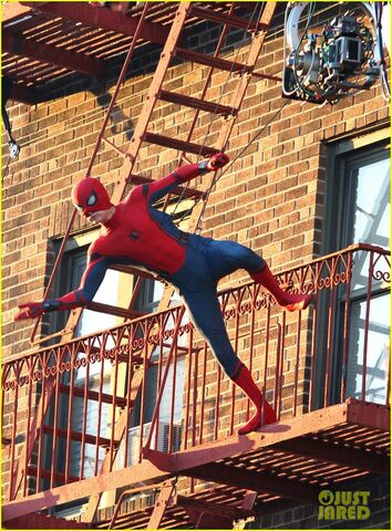 File:Tom-holland-performs-his-own-spider-man-stunts-on-nyc-fire-escape-19.jpg