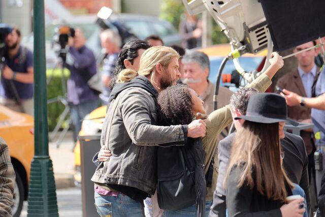 File:Thor - Ragnarok - Set - August 21 2016 - 7.jpg