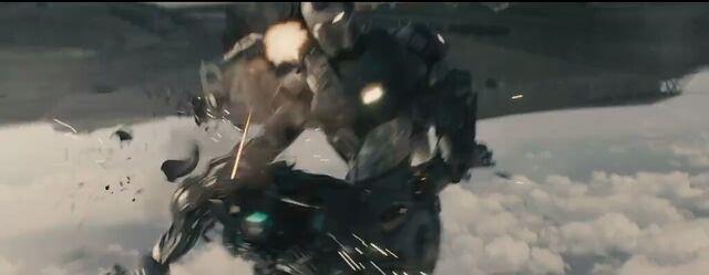 File:Avengers Age of Ultron James Rhodes War Machine 7.JPG