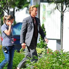 Guy Pearce on set as Aldrich Killian.