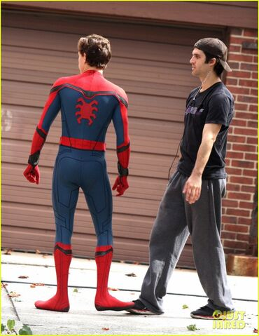 File:Tom-holland-looks-buff-while-filming-spider-man-in-nyc-06.jpg