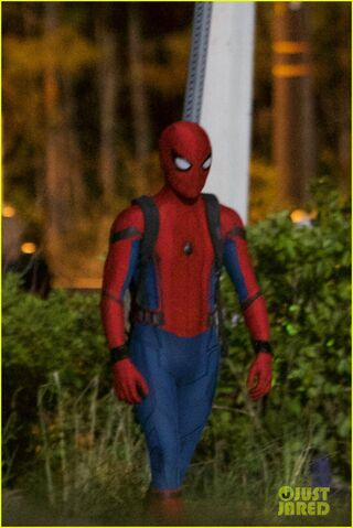 File:Tom-holland-spiderman-night-shoots-stunt-note-05.jpg
