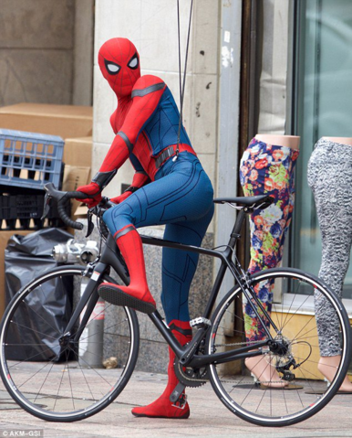 File:Spider-Man - Homecoming-Filming-Pic3.png
