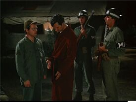 MASH Episode 3x18 Hawk under arrest