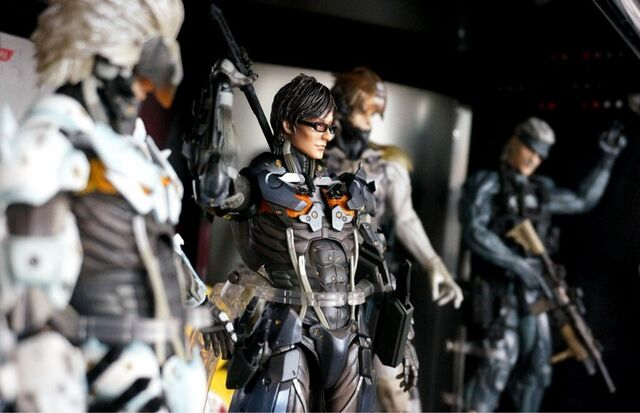 File:MGS4 Play Arts Kai collection plus Black Hideo and MGRR White Raiden.jpg