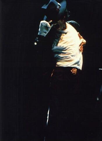 File:Michael+Jackson+bad20tour20284629et5.jpg