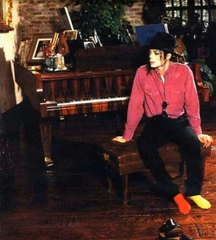 File:Mj home.png