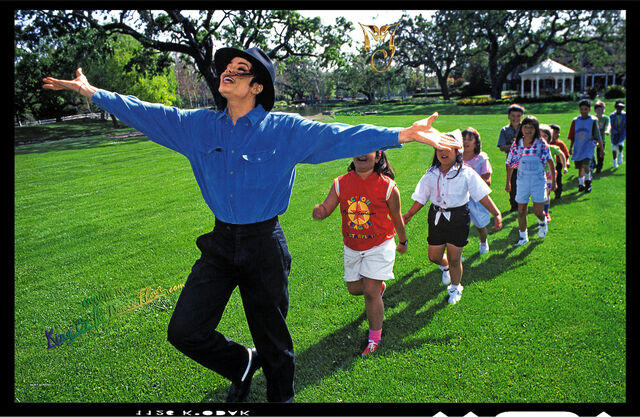 File:Michael leadin' children.jpg