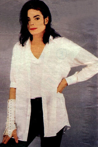 File:MJ-Black-or-White-black-or-white-18906114-347-519.jpg