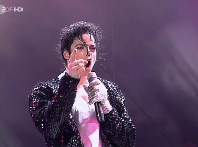 File:Michael Jackson Performing Onstage.jpg