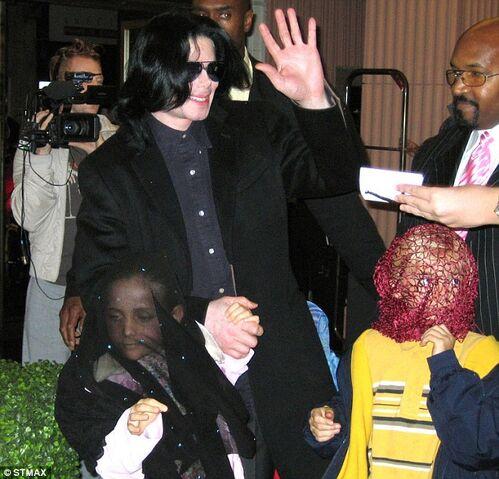 File:Paris Jackson tells Oprah Winfrey didnt understand father Michael made wear mask public 7.jpg