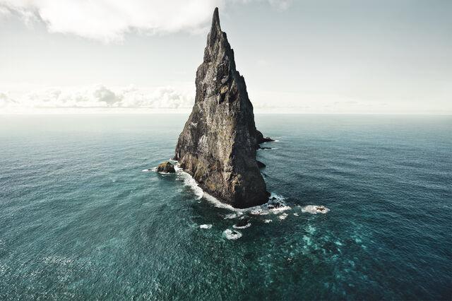 File:Balls-pyramid-lord-howe-australia-by-hatty-gottschalk.jpg