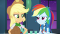 Applejack disapproves of RD's theme EG2.png