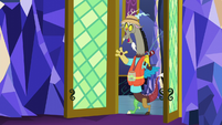 Discord enters throne room in fishing gear S5E22
